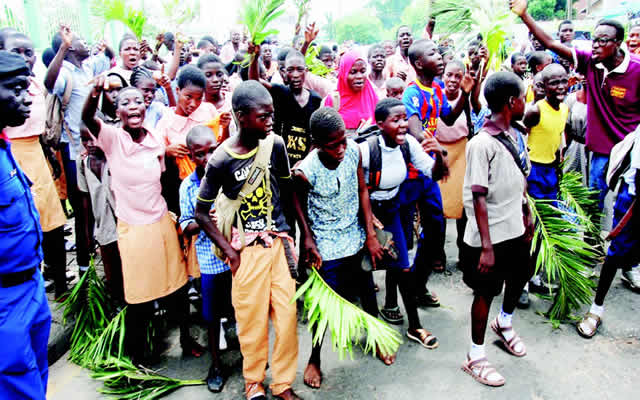 oyo-pupils-protest