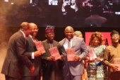 VIDEO: Laughter as Ambode runs toward Tinubu for photographs at book event