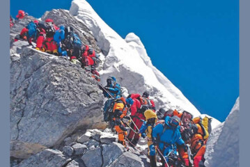10 Climbers Die On Mount Everest