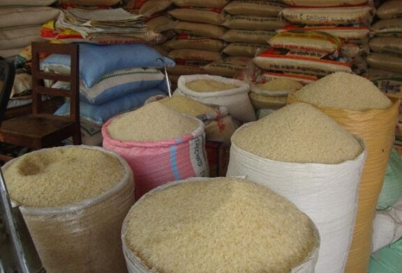 """""""People Don't Like The Local Rice"""" – Nigerian Traders Lament Over Border Closure"""