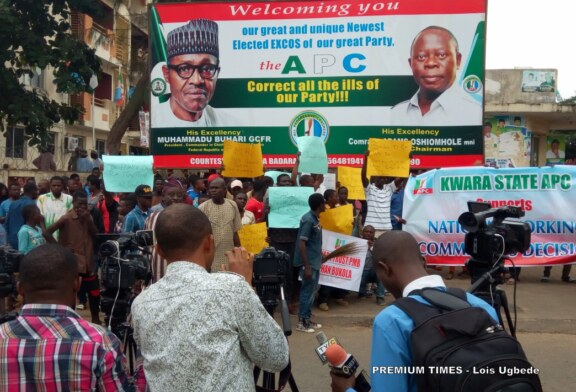 Protesters storm APC headquarters, want Saraki expelled from party